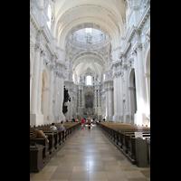 München (Munich), Theatinerkirche St. Katejan, Innenraum / Hauptschiff in Richtung Orgel