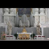 München (Munich), Theatinerkirche St. Katejan, Orgel und Altar
