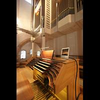 Waldkirchen, St. Peter und Paul (''Bayernwalddom''), Orgelempore mit Spieltisch