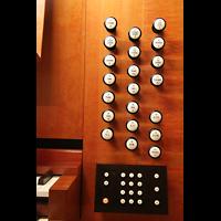 Linz, Stadtpfarrkirche, Rechte Registerstaffel am Spieltisch