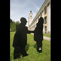 St. Florian (bei Linz), Stiftskirche, Bruckner und Brahms - Statuen im Garten