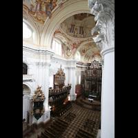 St. Florian (bei Linz), Stiftskirche, Blick vom Seitenumgang zur Chororgel und in den Chor