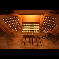Linz, Maria-Empfängnis-Dom (Hauptorgel), Spieltisch der großen Orgel perspektivisch
