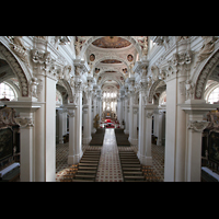 Passau, Dom St. Stephan, Blick von der Orgelempore ins Hauptschiff