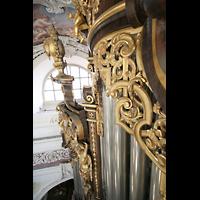 Passau, Dom St. Stephan, Schleierbretter über den Pfeifen des Bombardewerks und Spitze des Pedalturms