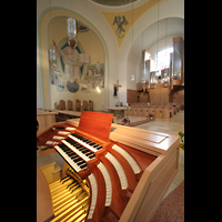 Vilshofen (Schweiklberg), Benediktinerabtei St. Trinitatis, Spieltisch mit rechter Chororgel und Chorraum