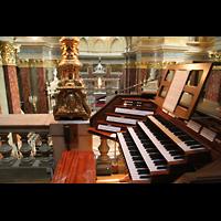 Budapest, Szent István Bazilika (St. Stefan Basilika), Blick vom Spieltisch in die Basilika