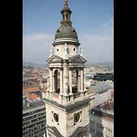 Budapest, Szent István Bazilika (St. Stefan Basilika), Einer der Türme der Basilika mit Blick zum Parlament