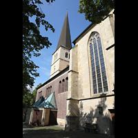 Dülmen, St. Viktor, Seitenansicht mit Turm und modernem Seitenschiff