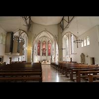 Dülmen, St. Viktor, Innenraum in Richtung Chor mit Orgel im Seitenschiff