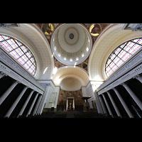 Potsdam, St. Nikolai (Hauptorgel), Innenraum in Richtung Chor mit Kuppel