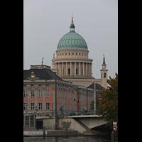 Potsdam, St. Nikolai (Hauptorgel), Ansicht von der Havel aus, im Vordergrund das Stadtschloss