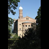 Berlin (Zehlendorf), St. Peter und Paul auf Nikolskoe (Wannsee), Ansicht vom Grundwald aus