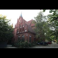 Berlin (Zehlendorf), Pauluskirche (Bach-Orgel), Seitenansicht vom Hof, rechts der Chior