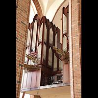 Szczecin (Stettin), Katedra sw. Jakuba (Jakobskathedrale), Orgel seitlich durch die Säulen gesehen