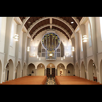 Stuttgart, St. Fidelis, Innenraum in Richtung Orgel