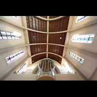 Stuttgart, St. Fidelis, Orgel mit Deckengewölbe