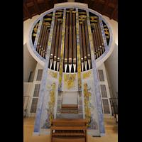Stuttgart, St. Fidelis, Orgel mit Spieltisch