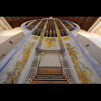 Stuttgart, St. Fidelis, Orgel mit Spieltisch perspektivisch