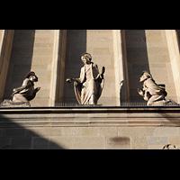 Stuttgart, St. Fidelis, Figuren an der Fassade