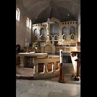Stuttgart, Markuskirche, Altarraum mit Orgel seitlich