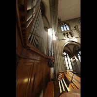 Stuttgart, Johanneskirche, Spieltisch und Orgel seitlich