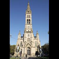 Stuttgart, Matthäuskirche, Fassade mit Turm