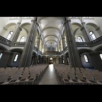Stuttgart, Matthäuskirche, Innenraum in Richtung Orgel