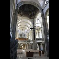 Stuttgart, Matthäuskirche, Altarraum udn Vierung mit Blick zur Orgel