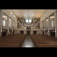 Stuttgart, Domkirche St. Eberhard, Innenraum in Richtung Orgel