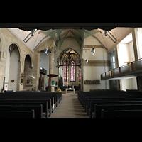 Stuttgart, Stiftskirche (Hauptorgel), Innenraum in Richtung Chor, oben das Gehäuse des Rückpositivs