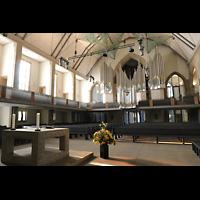 Stuttgart, Stiftskirche (Chororgel), Innenraum mit Hauptorgel und Altar
