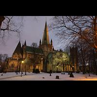 Trondheim, Nidarosdomen (Wagner-Orgel), Außenansicht in der Morgendämmerung