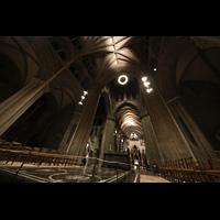 Trondheim, Nidarosdomen (Wagner-Orgel), Blick von der Vierung in Richtung Chor und Gewölbe