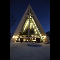 Tromsø - Tromsdalen, Ishavskatedralen (Eismeer-Kathedrale), Außenansicht mit Fassade bei Nacht
