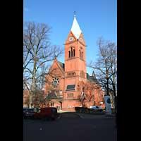 Berlin - Spandau, Lutherkirche, Kirche mit Lutherplatz