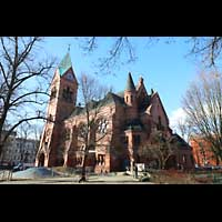 Berlin - Spandau, Lutherkirche, Seitenansicht mit Chor vorne