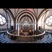 Berlin - Spandau, Lutherkirche, Orgel und Chorraum von der Empore aus gesehen