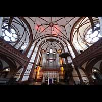 Berlin - Spandau, Lutherkirche, Orgel und Kirchen-Innenraum