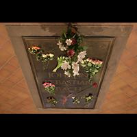 Leipzig, Thomaskirche - Bachorgel, Grabplatte Johann Sebastian Bachs im Chorraum