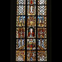 Leipzig, Thomaskirche - Bachorgel, Bunte Glasfenster mit Johann Sebastian Bach-Motiv