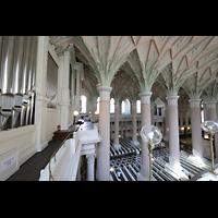 Leipzig, Nikolaikirche, Orgel seitlich mit Blick in die Kirche