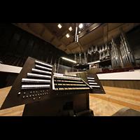 Leipzig, Neues Gewandhaus, Mobiler Spieltisch und Orgel perspektivisch