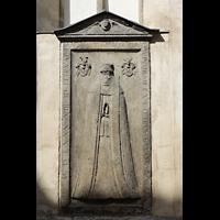 Wittenberg, Stadtkirche, Steinrelief an der Außenwand