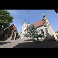 Wittenberg, Stadtkirche, Südansicht mit Kirchplatz und Fronleichnamskapelle aus dem 15. Jh. (links)