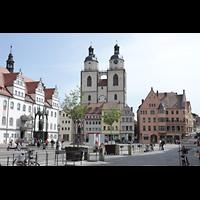 Wittenberg, Stadtkirche, Marktplatz mit Rathaus (links) und Stadtkirche