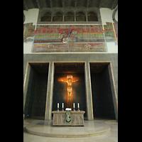 Ulm, Evangelische Pauluskirche, Chorraum mit Altar
