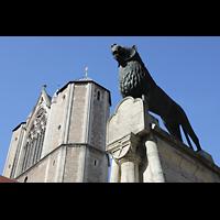 Braunschweig, Dom St. Blasii (Hauptorgel), Braunschweiger Löwe auf dem Burgplatz vor dem Dom