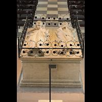 Braunschweig, Dom St. Blasii (Hauptorgel), Grabmal Heinrichs des Löwen und seiner Gattin Mathilde