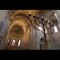 Braunschweig, Dom St. Blasii (Hauptorgel), Siebenarmiger Leuchter mit Blick in den Chorraum